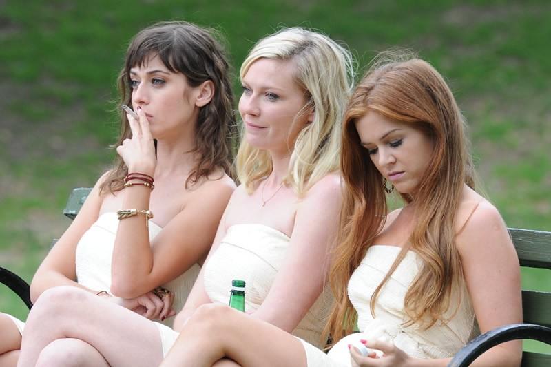 Фільм «Холостячки» (2012): Ліззі Каплан, Кірстен Данст, Айла Фішер 800x533
