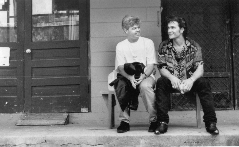 Фільм «Відчайдушний тато» (1993): Даррел Рудт, Патрік Свейзі 1500x925