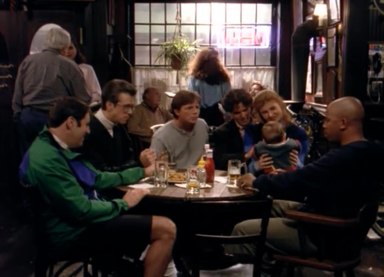 Серіал «Спін Сіті» (1996 – 2002): Майкл Ботмэн, Конні Бріттон, Майкл Джей Фокс, Олександр Чаплін, Рак Алан, Річард Кайнд 1 сезон, 5 епізод — «Конкурент» (The Rivals) 1495x1080