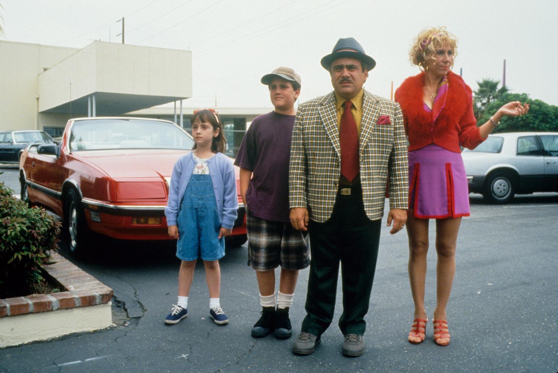 Фильм «Матильда» (1996): Ри Перлман, Мара Уилсон, Дэнни ДеВито, Брайан Левинсон 1500x1005