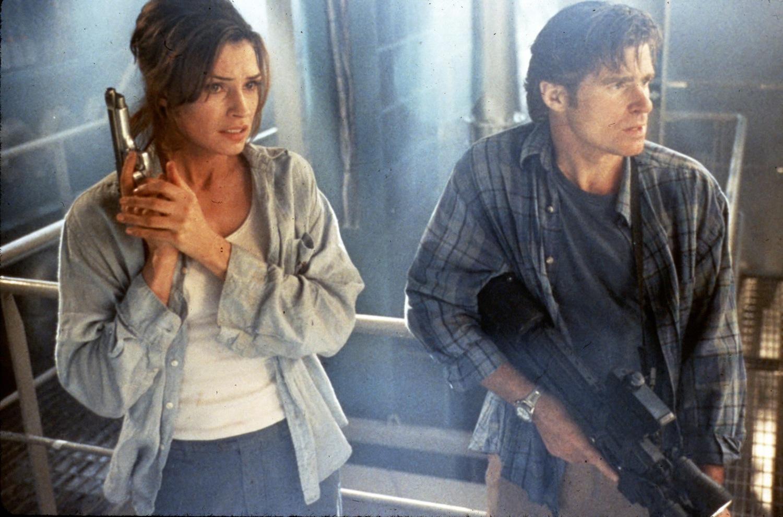 Фильм «Подъем с глубины» (1998): Фамке Янссен, Трит Уильямс 1500x991