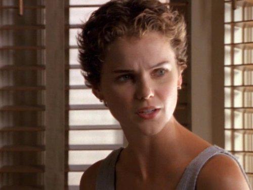 Серіал «Фелисити» (1998 – 2002): Кері Рассел 2 сезон, 3 епізод — «Ancient History» 500x375