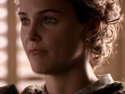 Серіал «Фелисити» (1998 – 2002): Кері Рассел 2 сезон, 12 епізод — «The Slump (2)» 500x375