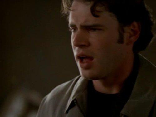 Серіал «Фелисити» (1998 – 2002): Скотт Фоулі 1 сезон, 10 епізод — «Finally» 500x375