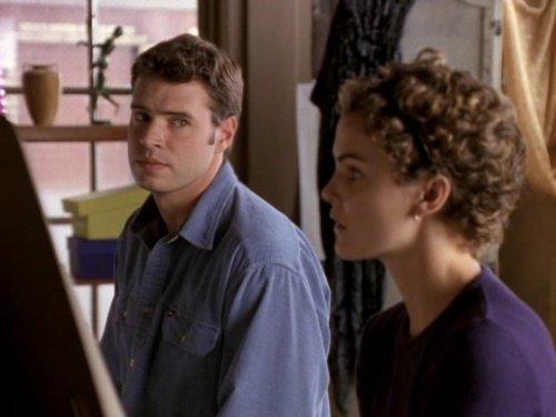 Серіал «Фелисити» (1998 – 2002): Скотт Фоулі, Кері Рассел 2 сезон, 9 епізод — «Portraits» 500x375
