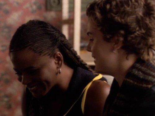 Серіал «Фелисити» (1998 – 2002): Танги Миллер, Кері Рассел 2 сезон, 7 епізод — «Getting Lucky» 500x375