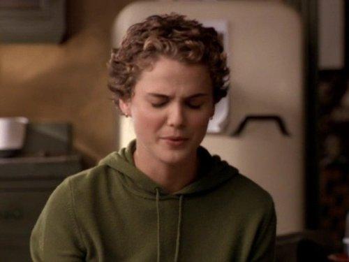 Серіал «Фелисити» (1998 – 2002): Кері Рассел 2 сезон, 6 епізод — «The Love Bug» 500x375