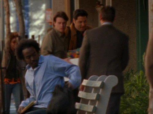 Серіал «Фелисити» (1998 – 2002): Скотт Фоулі, Грег Грюнберг 4 сезон, 17 епізод — «The Graduate» 500x375