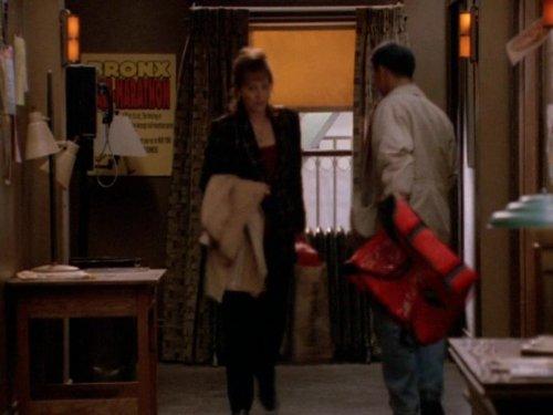 Сериал «Фелисити» (1998 – 2002): Джейн Качмарек 1 сезон, 18 эпизод — «Happy Birthday» 500x375