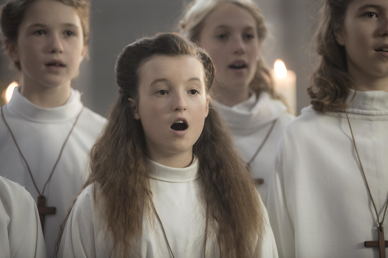 Фільм «Опір» (2020): Белла Рэмси 1500x1000