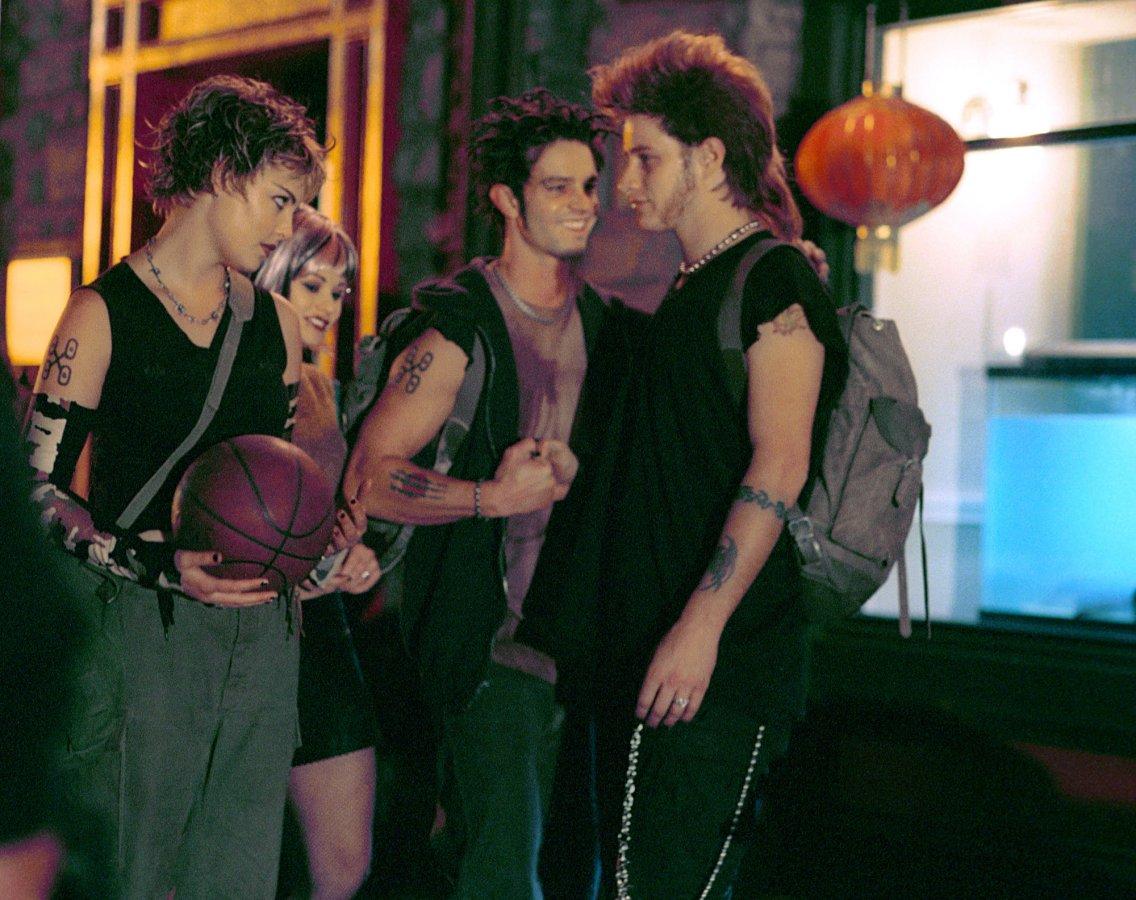 Сериал «Город пришельцев» (1999 – 2002): 1136x900