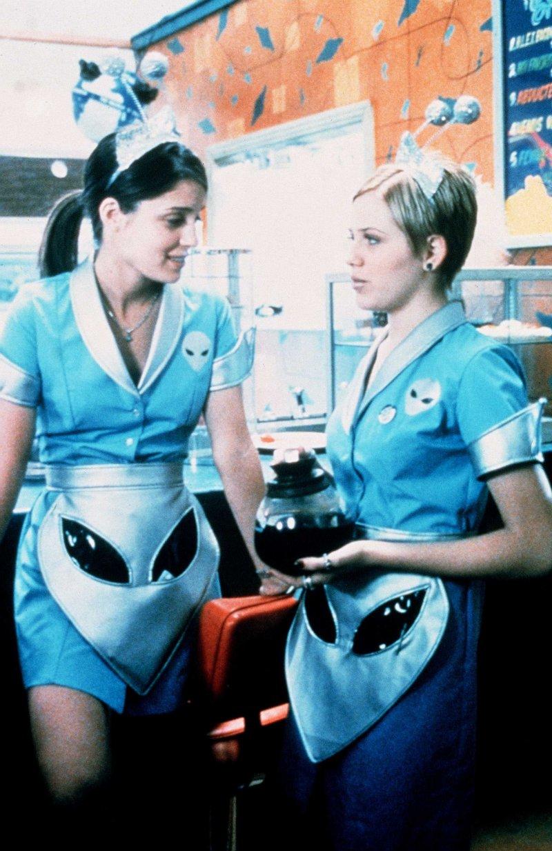 Сериал «Город пришельцев» (1999 – 2002): 800x1234