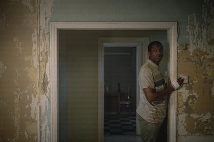 «Його дім» — кадри