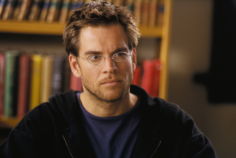 Серіал «Темний ангел» (2000 – 2002): Майкл Везерлі 1 сезон, 3 епізод — «Деньги правят миром» (Flushed) 1500x1008