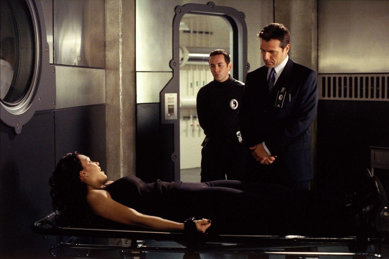 Серіал «Темний ангел» (2000 – 2002): 1 сезон, 15 епізод — «Малышка в любви» (Haven) 1500x999