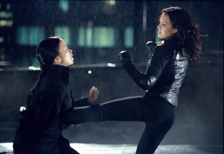 Серіал «Темний ангел» (2000 – 2002): 1 сезон, 18 епізод — «Вернись, сестрёнка» (I and I Am a Camera) 1500x1031