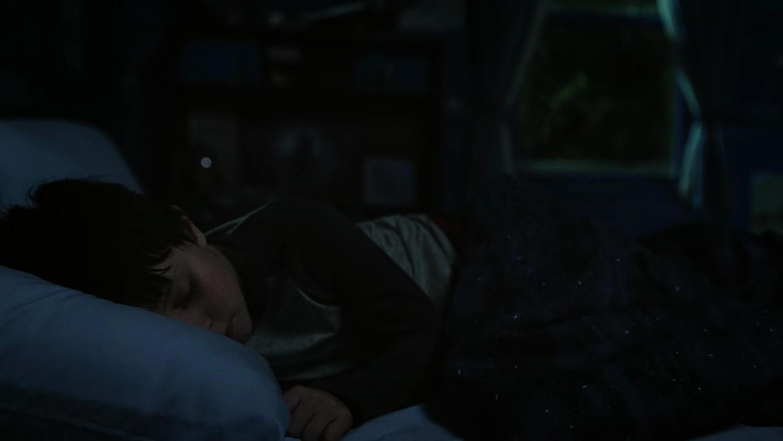 Сериал «Засланец из космоса» (2021 – ...): Джуда Прен 1 сезон, 1 эпизод — «Пилот» (Pilot) 1500x844