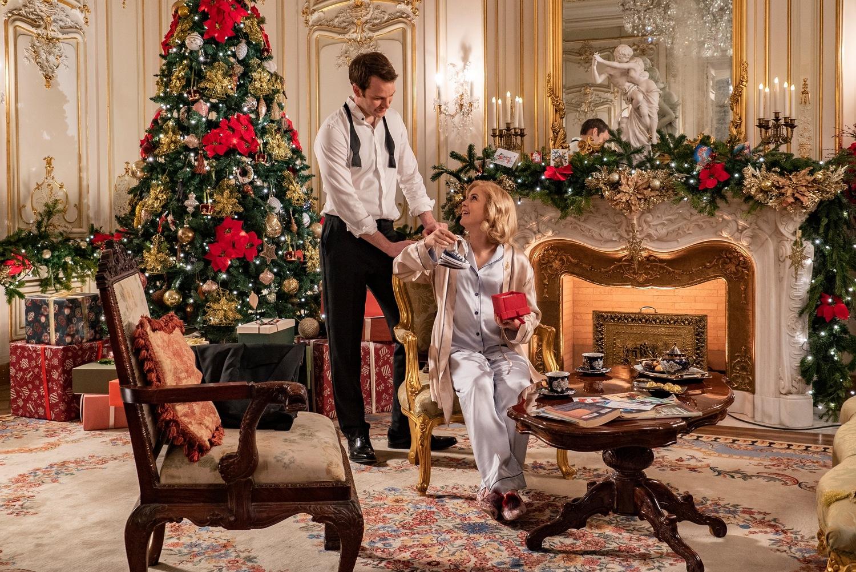 Фильм «Принц на Рождество: Королевское дитя» (2019): Роуз МакАйвер, Бен Лэмб 1500x1002