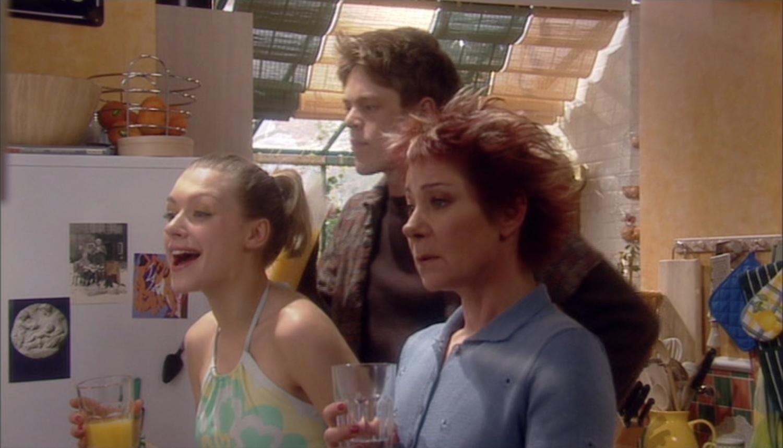 Серіал «Моя семья» (2000 – 2011): Даниэла Денби-Эш, Кріс Маршалл, Зої Вонамейкер 2 сезон, 6 епізод — «Driving Miss Crazy» 1500x858