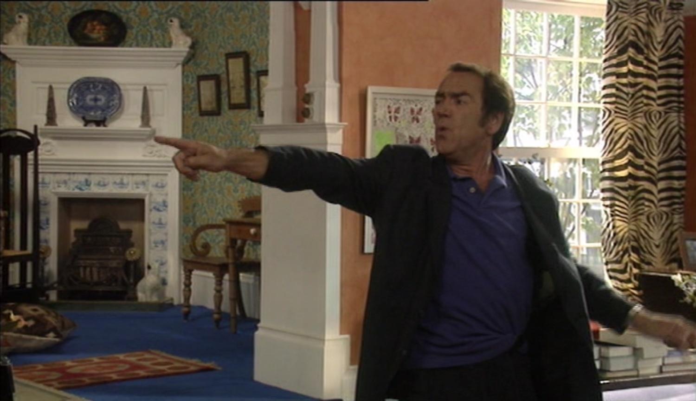 Серіал «Моя семья» (2000 – 2011): Роберт Ліндсей 1 сезон, 8 епізод — «Much Ado About Ben» 1500x865