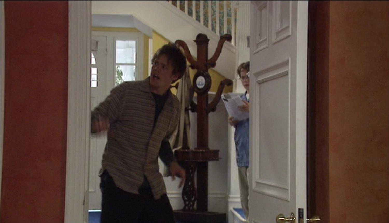 Серіал «Моя семья» (2000 – 2011): Гэбриел Томсон, Кріс Маршалл 1 сезон, 5 епізод — «Farewell to Alarms» 1500x862