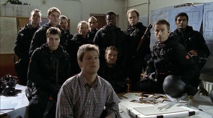 Серіал «Элита спецназа» (2002 – 2006): Алекс Рід, Тоні Карран, Еліот Коуен, Луїс Декоста Джонсон, Джемі Дрейвен, Сендхіл Рамамурті, Джеймі Бамбер 688x384