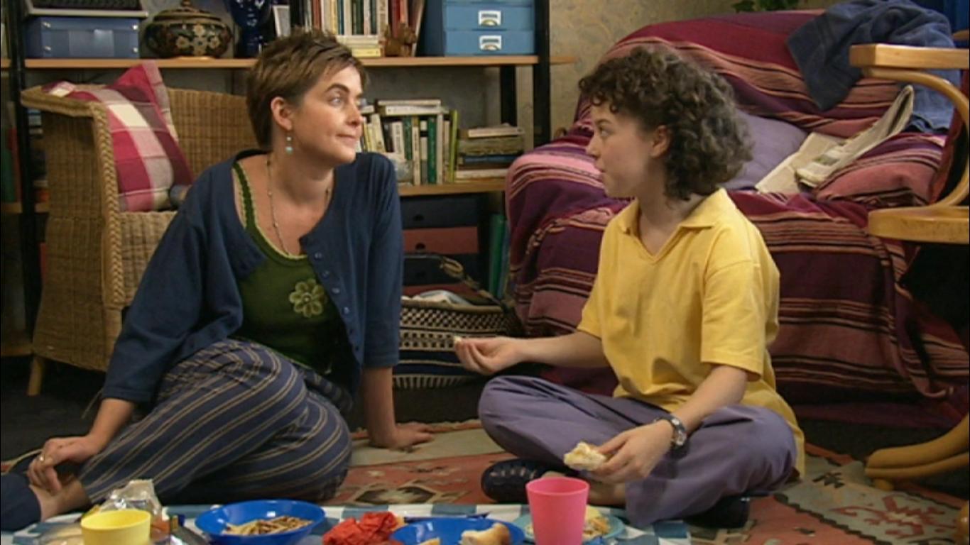 Серіал «История Трейси Бикер» (2002 – 2006): Ліза Коулмен, Дені Хармер 1 сезон, 10 епізод — «Cam's Place» 1366x768
