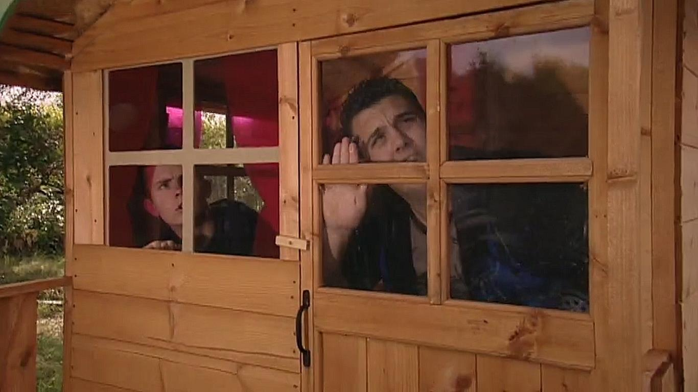 Серіал «История Трейси Бикер» (2002 – 2006): Киаран Джойс, Бен Хэнсон 4 сезон, 2 епізод — «Bouncer vs Lol» 1366x768