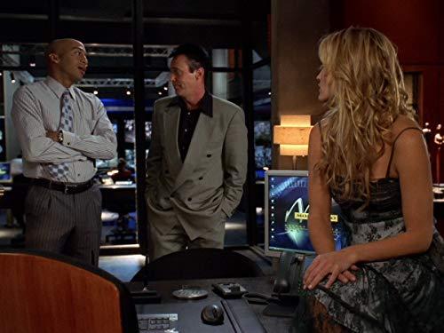Серіал «Лас Вегас» (2003 – 2008): 3 сезон, 8 епізод — «Bold, Beautiful, Blue» 500x375