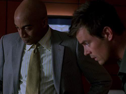 Серіал «Лас Вегас» (2003 – 2008): 4 сезон, 5 епізод — «Коробка Делинды: Часть 1» (Delinda's Box (1)) 500x375