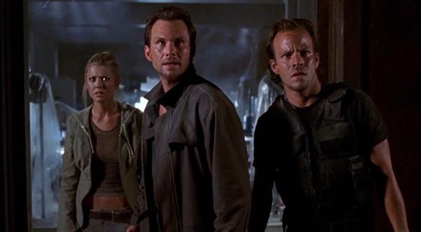 Фільм «Один у темряві» (2004): Тара Рід, Крістіан Слейтер, Стівен Дорфф 600x331