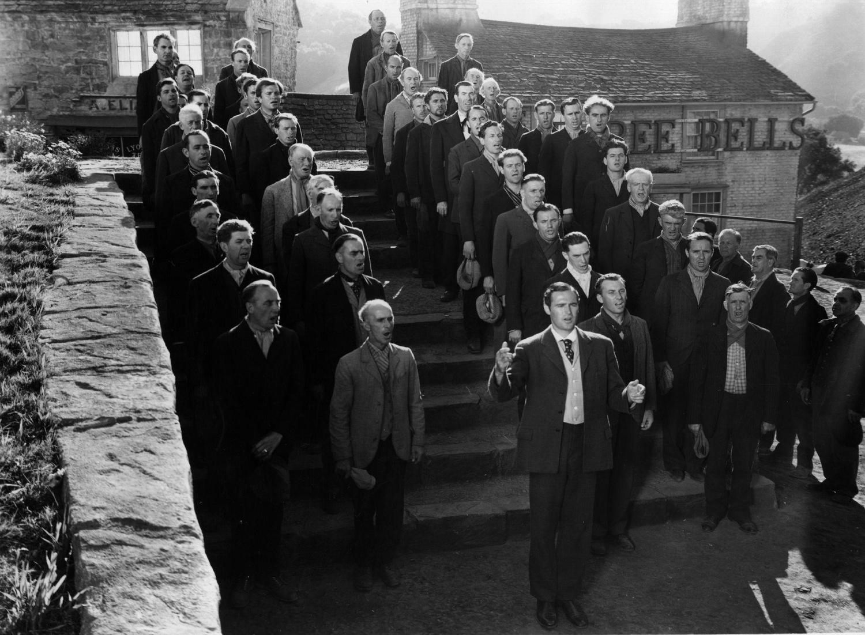 Фильм «Как зелена была моя долина» (1941): Патрик Ноулз, Уэлш Сингерс 1500x1102