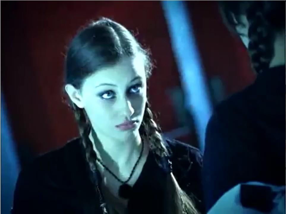 Серіал «Темний оракул» (2004 – 2006): Сара Ґейдон 1 сезон, 7 епізод — «Crushed» 963x721