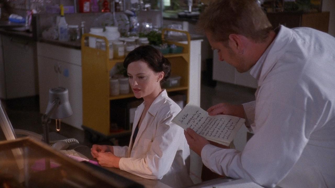 Серіал «Майстри жахів» (2005 – 2007): Анджела Беттіс, Джессі Хлюбик 1 сезон, 10 епізод — «Странная девушка» (Sick Girl) 1280x720