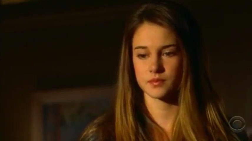 Серіал «Рядом с домом» (2005 – 2007): Шейлін Вудлі 2 сезон, 13 епізод — «Getting In» 856x480