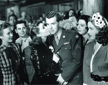«Голливудская лавка для войск» — кадры