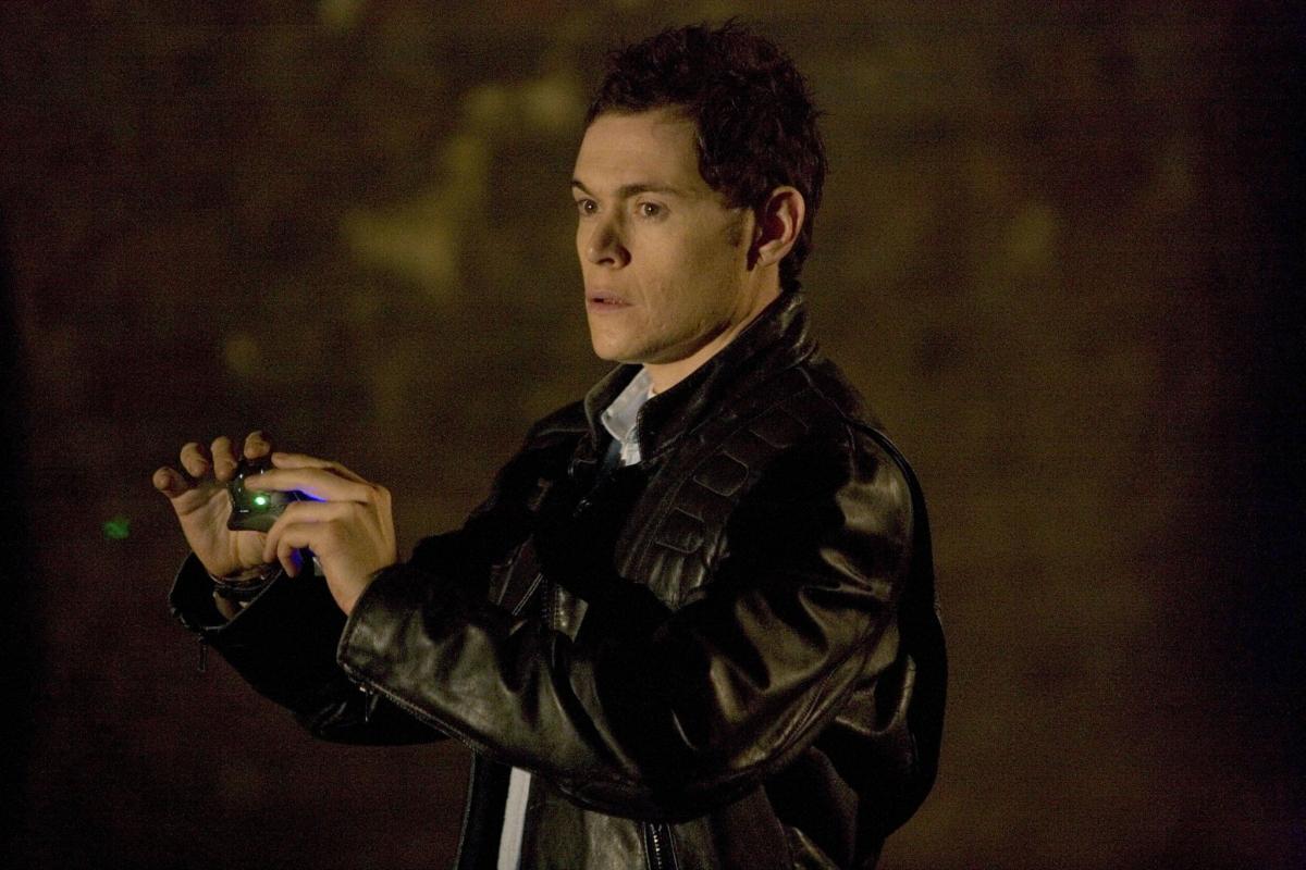 Серіал «Мисливці за чужими» (2006 – 2011): Берн Ґорман 1 сезон, 3 епізод — «Машина призраков» (Ghost Machine) 1200x800