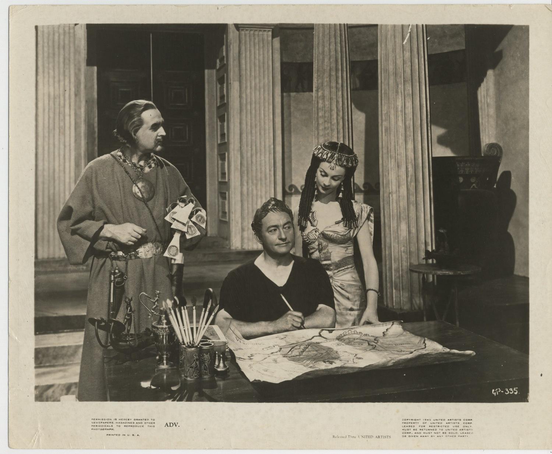 Фільм «Цезарь и Клеопатра» (1945): Вів'єн Лі, Клод Рэйнс 1500x1235