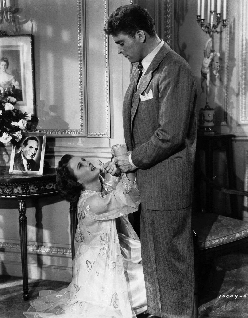 Фильм «Извините, ошиблись номером» (1948): Берт Ланкастер, Барбара Стэнвик 1056x1354