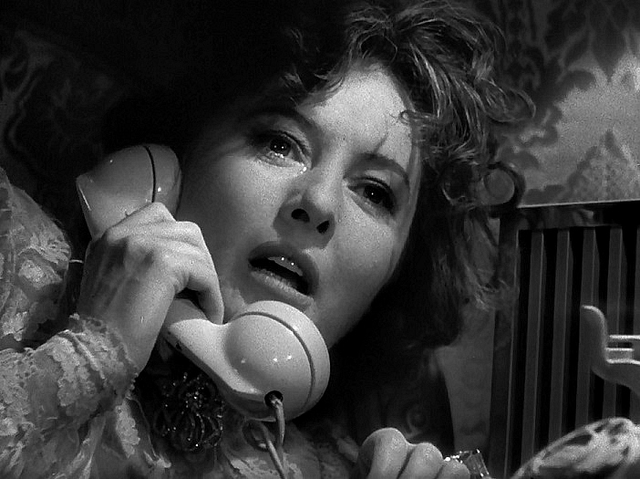 Фильм «Извините, ошиблись номером» (1948): Барбара Стэнвик 702x525
