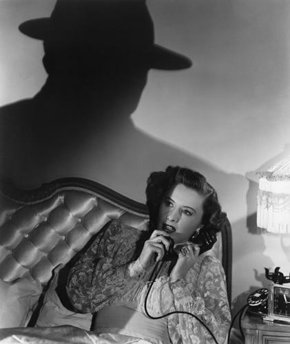 Фильм «Извините, ошиблись номером» (1948): Барбара Стэнвик 421x500