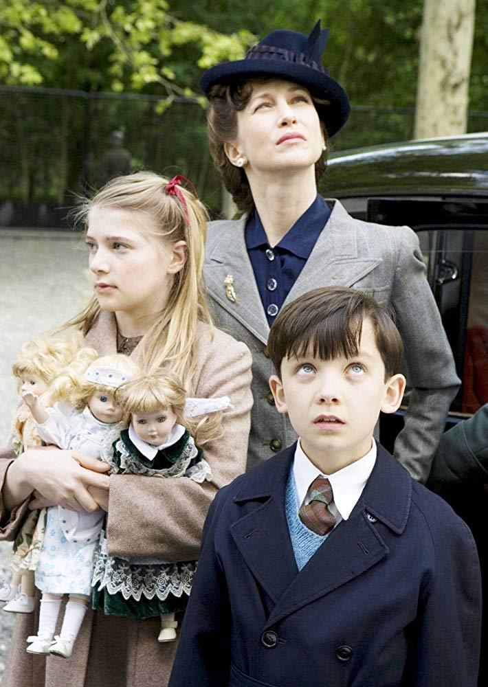 Фільм «Хлопчик в смугастій піжамі» (2008): Бурштиновий Бітті, Віра Фарміґа, Ейса Баттерфілд 710x1000