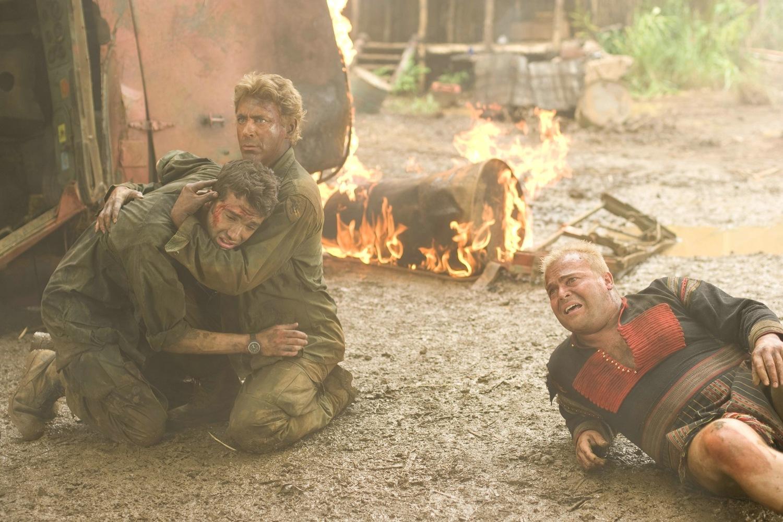 Фільм «Грім у тропіках» (2008): Джей Барушель, Роберт Дауні-молодший, Джек Блeк 1500x1000