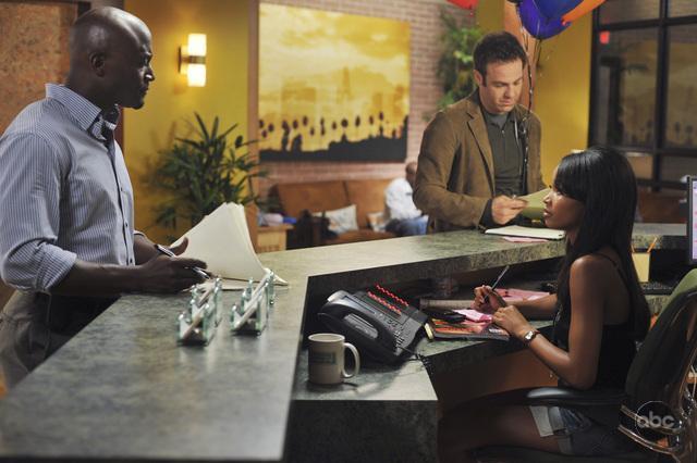 Серіал «Приватна практика» (2007 – 2013): Тей Діггз, Пол Адельштейн, Кімберлі Джеппсон 2 сезон, 2 епізод — «Равное и противоположное» (Equal & Opposite) 640x426