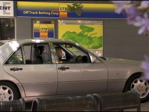Серіал «Кримінальна Австралія» (2008 – 2013): 3 сезон, 11 епізод — «Beauty and the Beast» 500x375