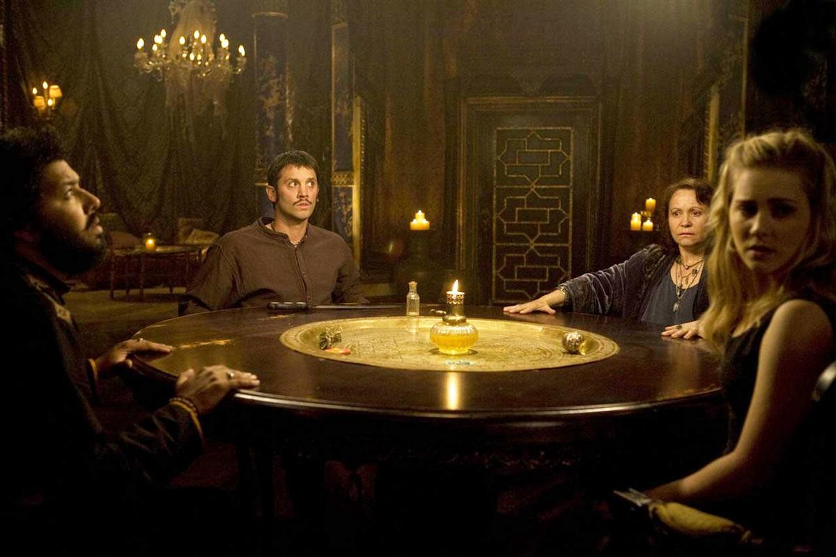 Фільм «Затягни мене до пекла» (2009): Діліп Рао, Кевін Фостер, Адріана Барраза, Елісон Ломан 1200x800