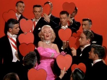 «Джентльмены предпочитают блондинок» — кадры