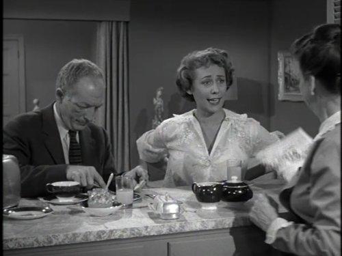 Серіал «Альфред Гічкок представляє» (1955 – 1962): Еверет Слоун, Джанет Уорд 1 сезон, 8 епізод — «Our Cook's a Treasure» 500x375