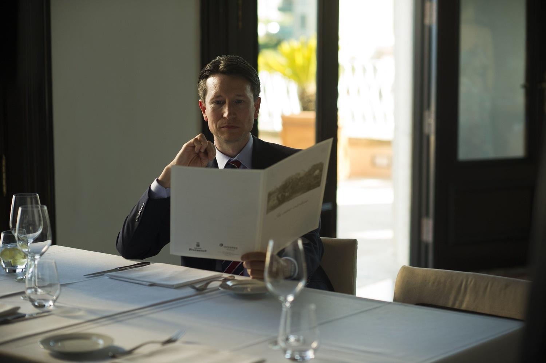 Серіал «Нічний адміністратор» (2015): Джонатан Еріс 1 сезон, 3 епізод 1500x998