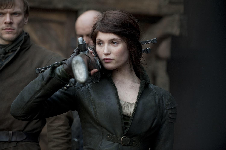 Фильм «Охотники на ведьм» (2012): Джемма Артертон, Себастьян Хюльк 1500x998